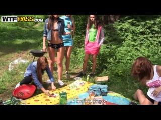 Групповуха русских студентов на природе под шашлыки